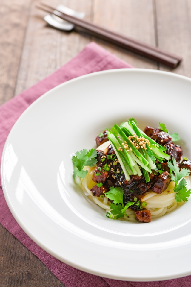This tuna Jajangmyeon ups the ante with tender tuna in a sweet bean sauce with caramelized garlic and ginger served atop a bed of toasted sesame noodles. #tuna #noodles #pasta #asian #chinese