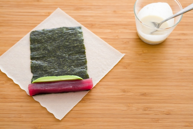 To make the sauce, combine the soy sauce, Aceto Balsamico and wasabi and whisk to combine.