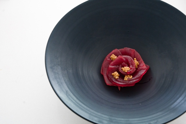 Place each tuna flower into a serving bowl. Garnish with mustard seeds and micro shiso.